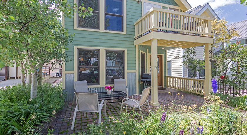 3-Telluride-PacificStreetTownHouse2-PatioLRInntopia-V12.jpg