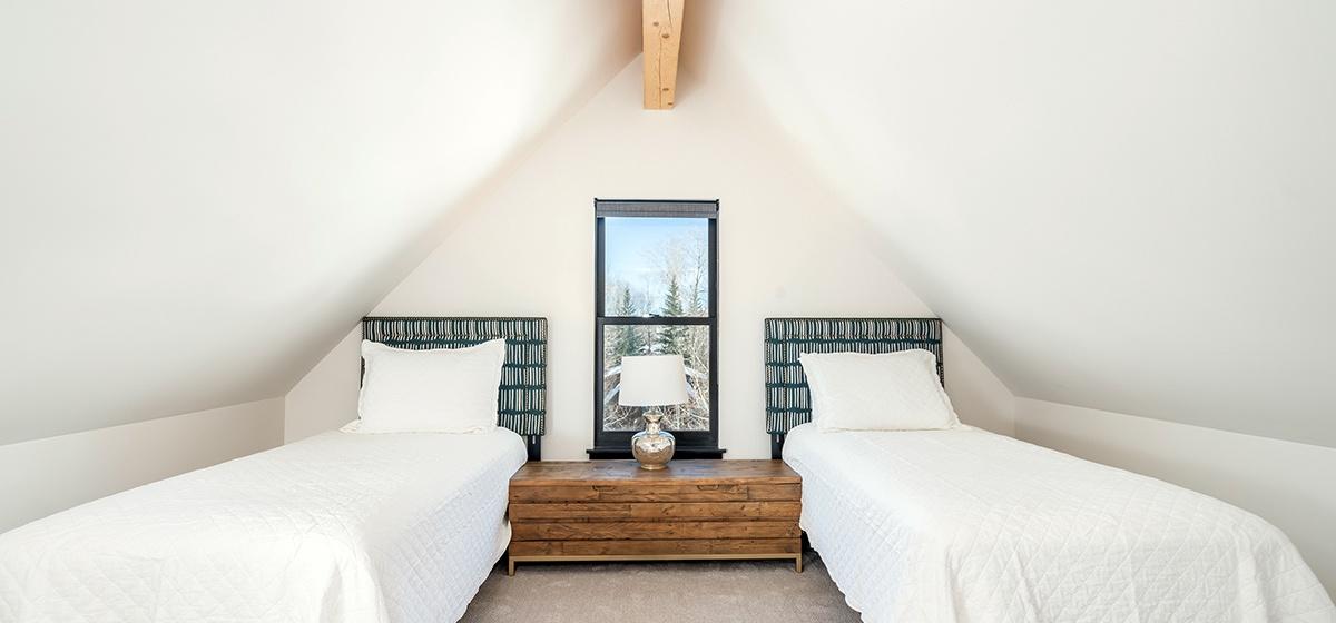 15-Telluride-Telluride_s-Peak-Split-king-Bedroom-LR.jpg