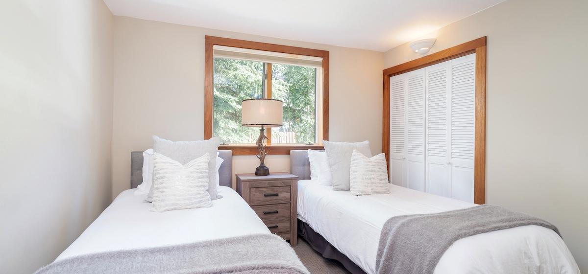 3.05-telluride-plunge-j-twin-bedroom-v12.jpg