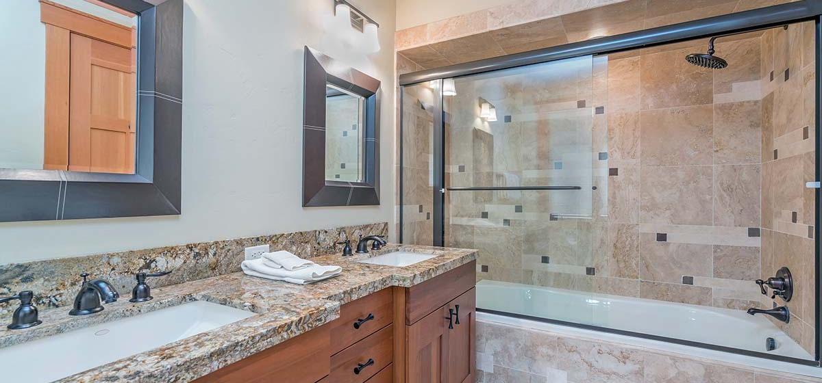 20-Telluride-Grand-Vista-Downstairs-Guest-Bathroom-LR.jpg