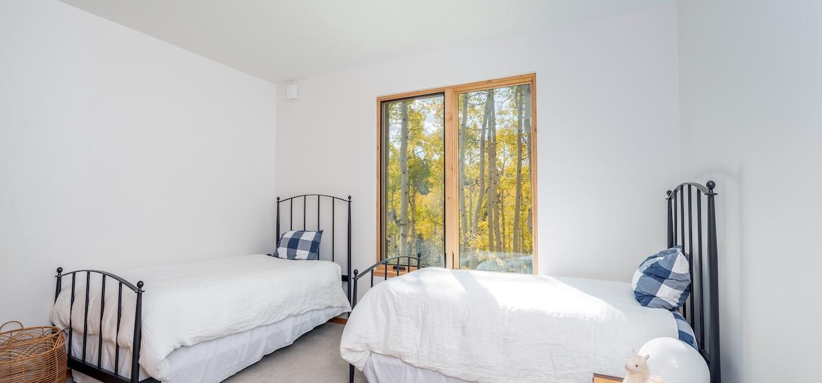 3.06-mountain-village-chalet-cortina-guest-bedroom-3-V12.jpg