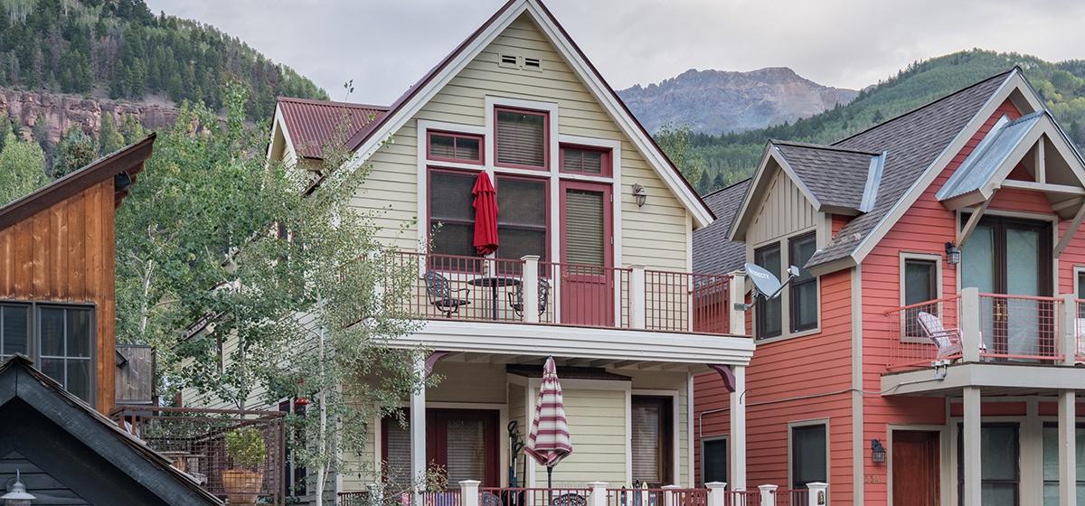 29-Telluride-Columbine-House-Back-Exterior-v12.jpg