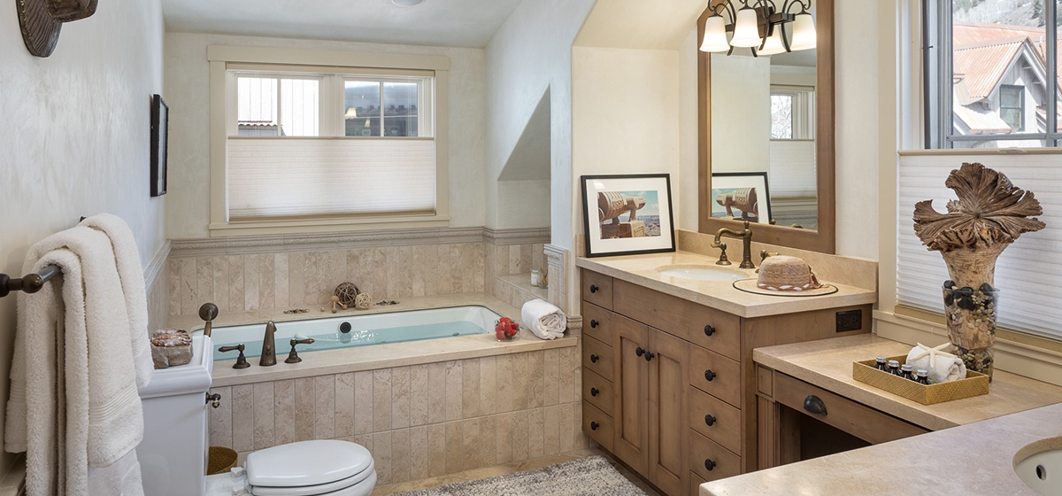 20-Telluride-River-Bliss-Master-Bathroom-v12.jpg