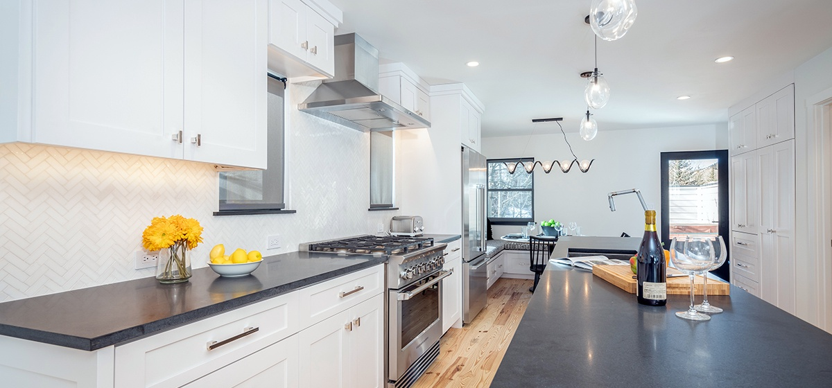 7-Telluride-Telluride_s-Peak-Kitchen-LR.jpg