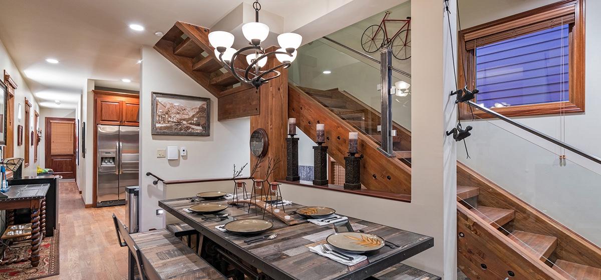 7-Telluride-Columbine-House-Dining-Room-v12.jpg