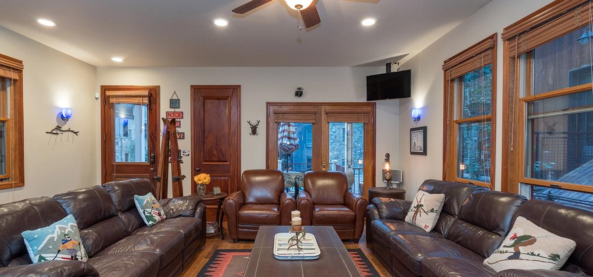 3-Telluride-Columbine-House-Living-Room-Angle-v12.jpg