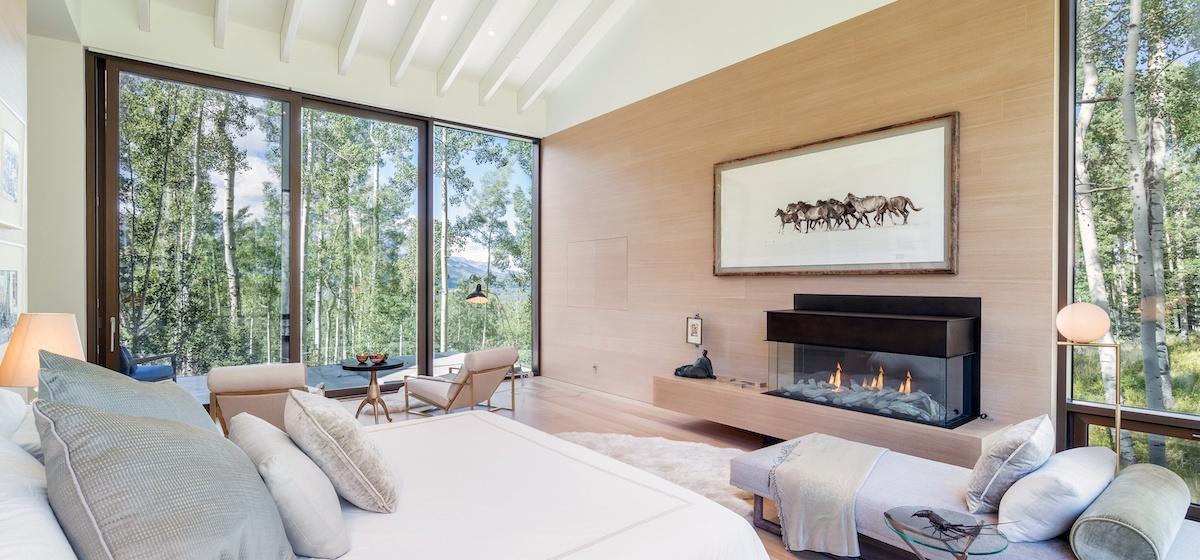 2.01-telluride-mountain-masterpiece-master-bedroom-1a-V12.jpg