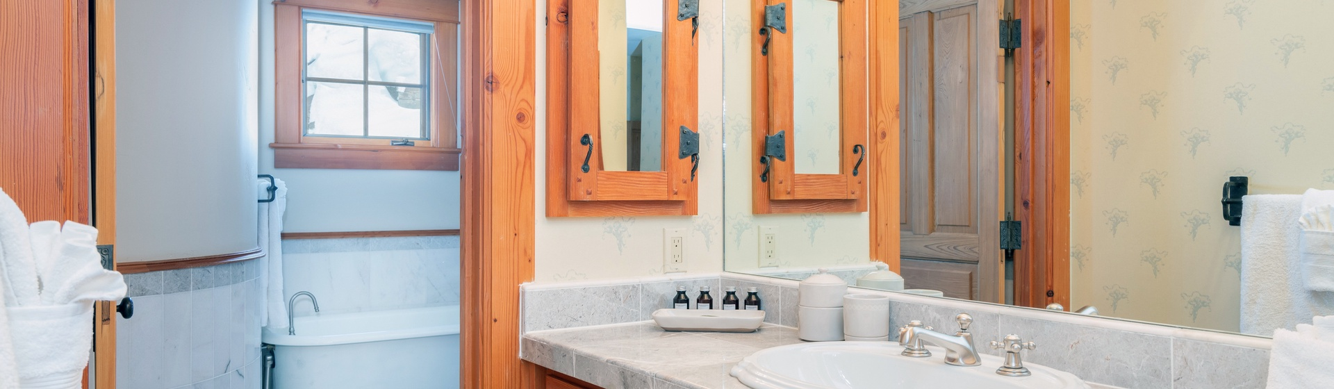 34-MountainVillage-Positive-Outlook-Queen-Guest-Bathroom-Vanity-Web.jpg
