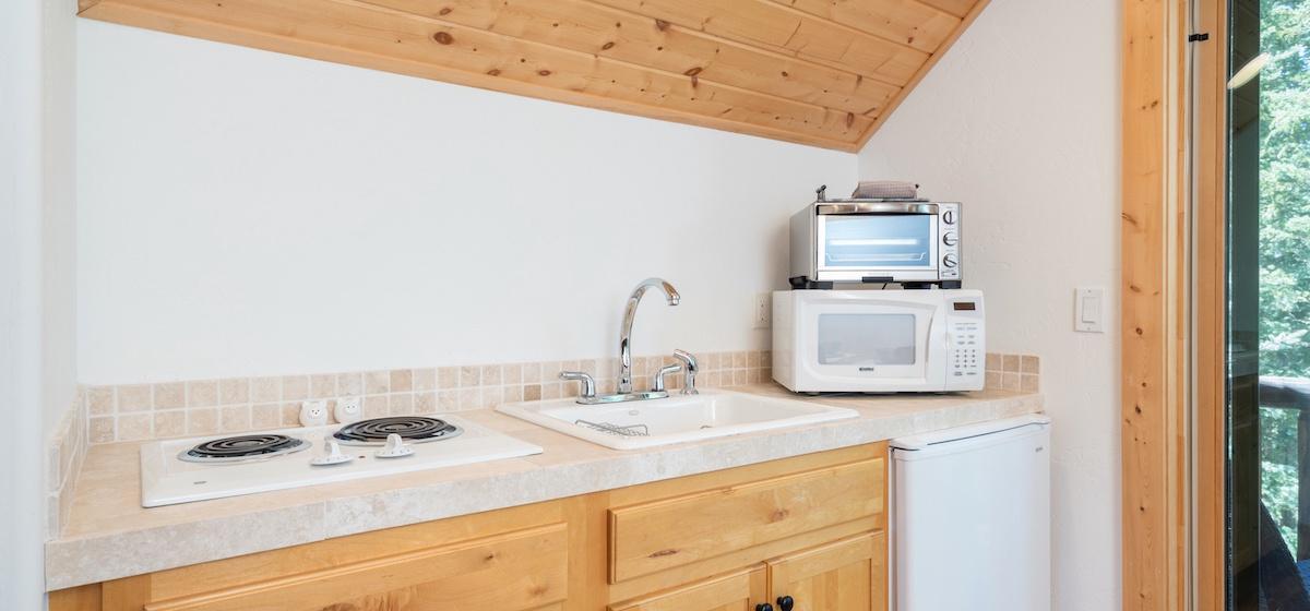 8.03-mountain-village-mountain-melody-studio-apartment-kitchen-V12.jpg