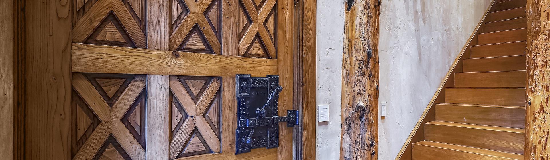 5.7-Telluride-Sleeping-Indian-Ranch-east-wing-suite-stairs-loft-web.JPG
