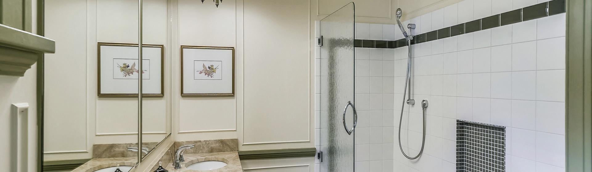 3.05-telluride-summer-haus-bathroom-A-2-web.jpg