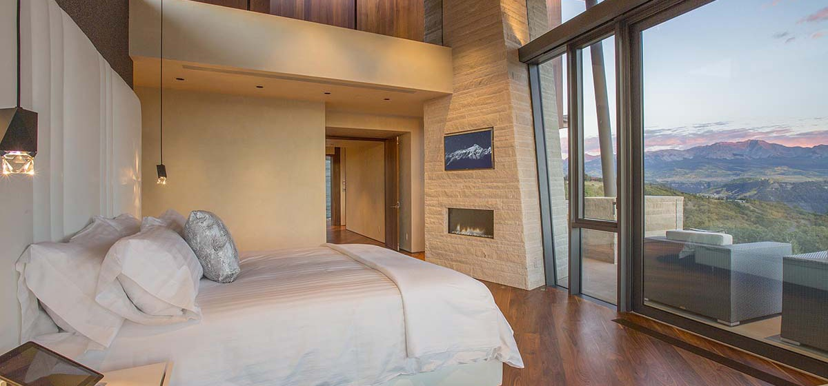 47-RemoteTelluride-SunsetRidge-Masterbedroom.jpg