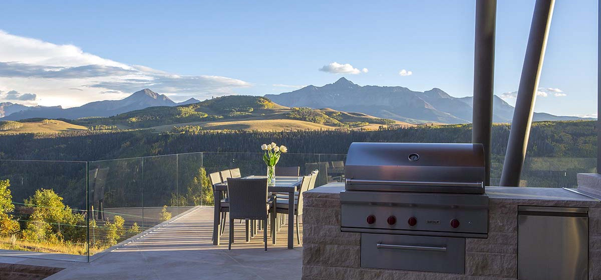 17-RemoteTelluride-SunsetRidge-Grill.jpg