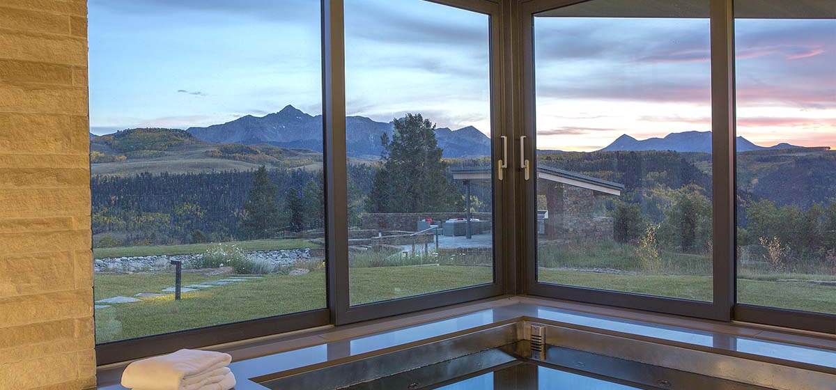 56-RemoteTelluride-SunsetRidge-HotTub.jpg