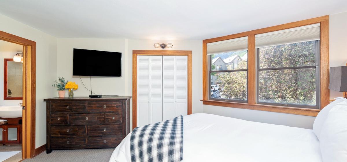 3.01-telluride-plunge-j-bedroom-A-v12.jpg