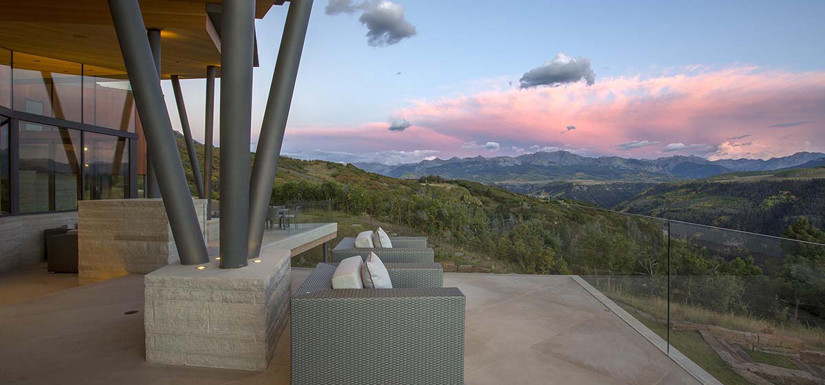31-RemoteTelluride-SunsetRidge-OutdoorSeating.jpg