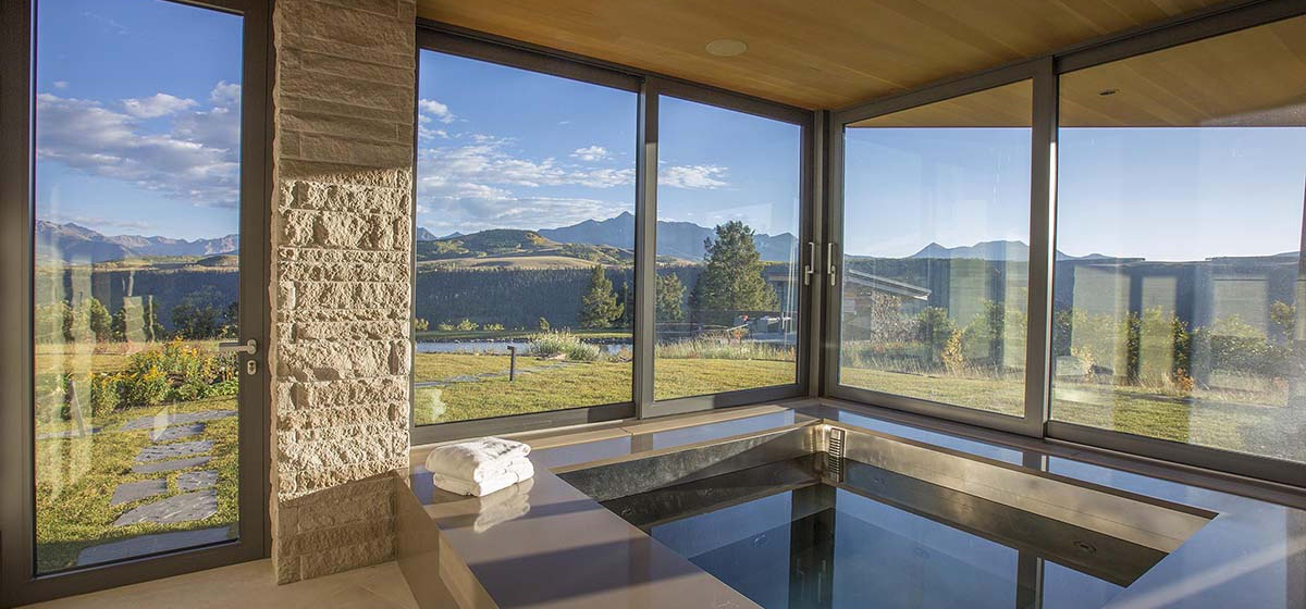 57-RemoteTelluride-SunsetRidge-HotTub.jpg