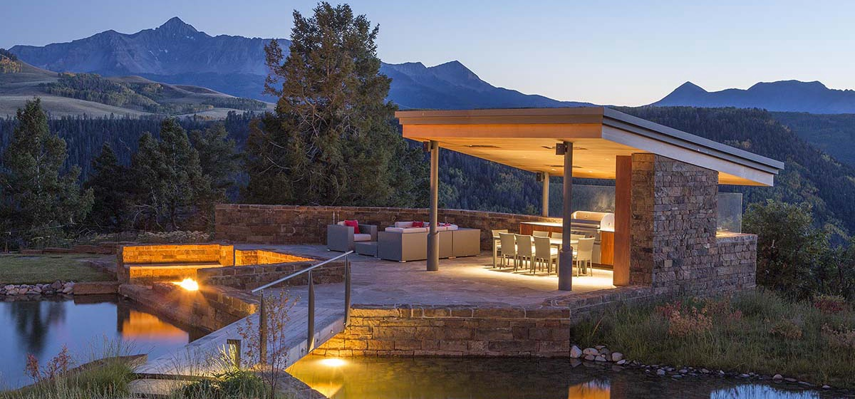 6-RemoteTelluride-SunsetRidge-OutdoorDining.jpg
