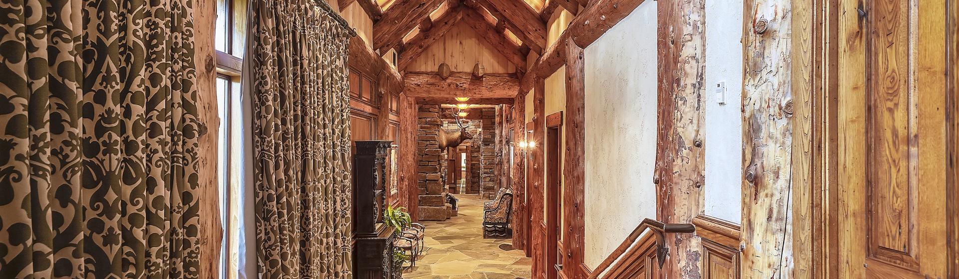 3.5-Telluride-Sleeping-Indian-Ranch-main-floor-gallery-hall-web.JPG