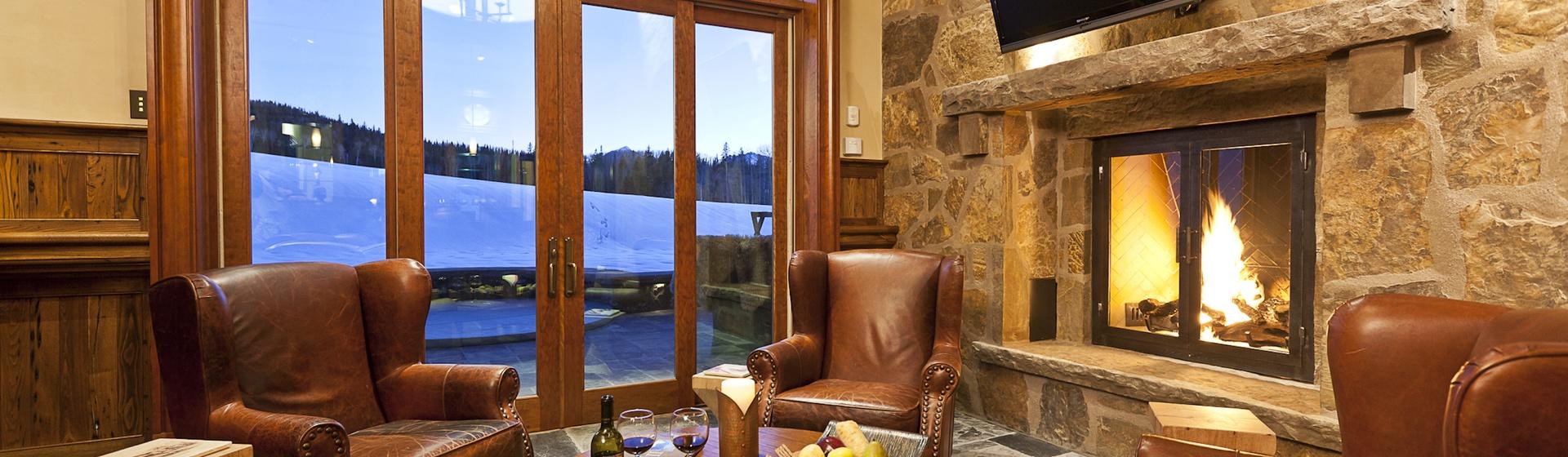 2.04-mountain-village-hood-park-manor-bar-lounge-track.jpg