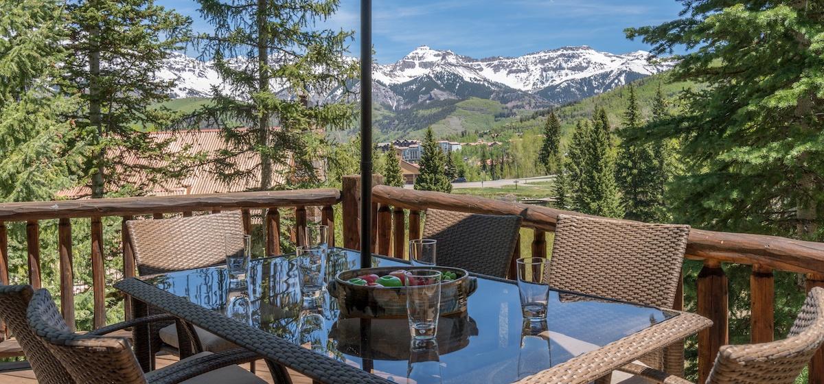 7.03-mountain-village-mountain-melody-deck-outdoor-dining-V12.jpg