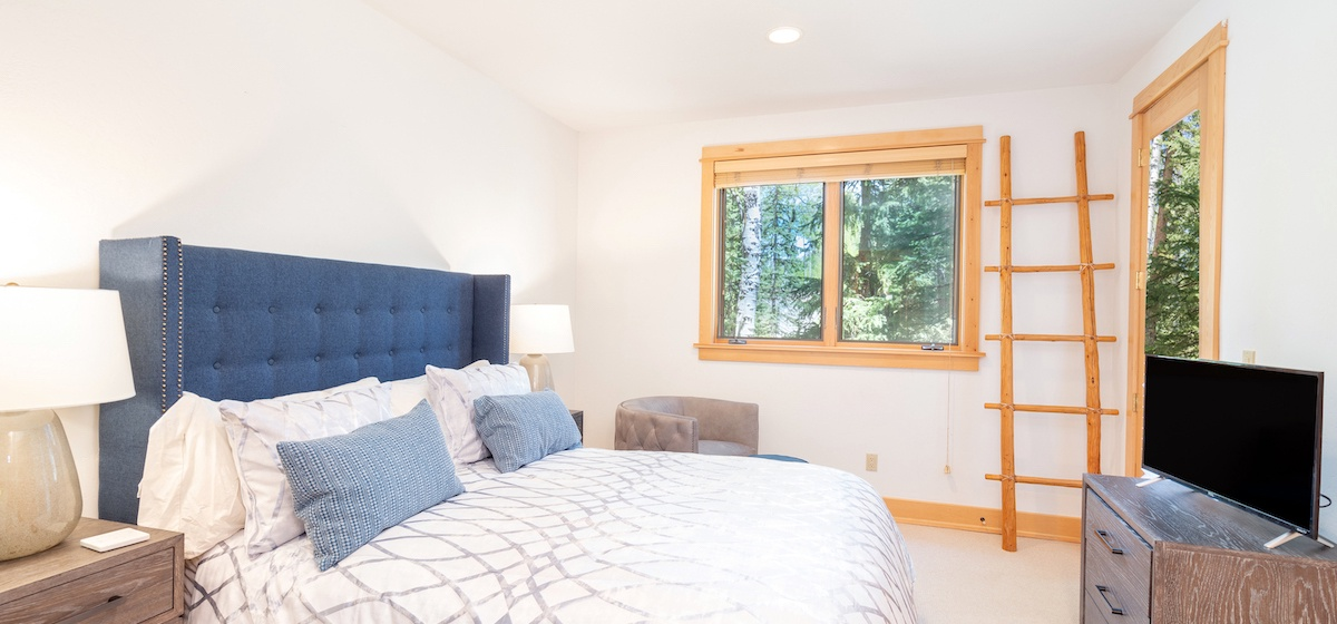 5.06-mountain-village-mountain-melody-guest-bedroom-V12.jpg