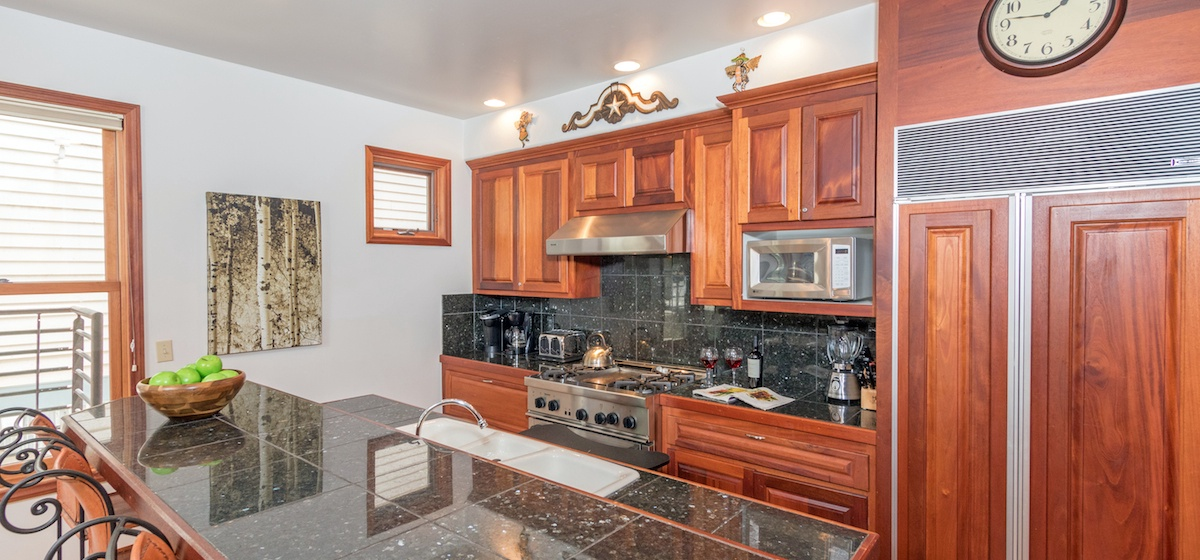 7-Telluride-PacificStreetTownhouse2-KitchenLR-V12.JPG
