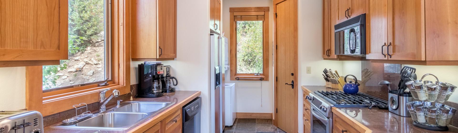 4-Telluride-Terraces-101-Kitchen.JPG