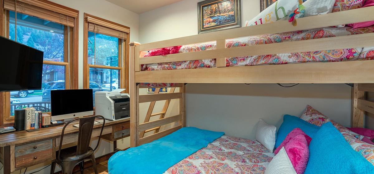 18-Telluride-Columbine-House-Bunk-Room-v12.jpg