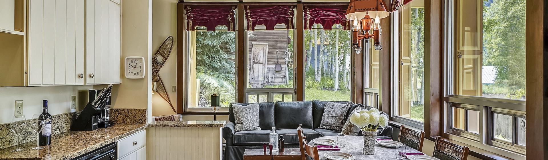 2.05-telluride-summer-haus-kitchen-dining-web.jpg