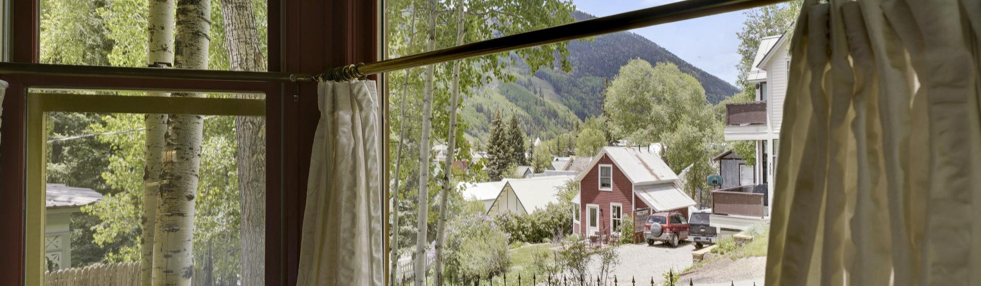 3.03-telluride-summer-haus-bedroom-A-view-web.jpg