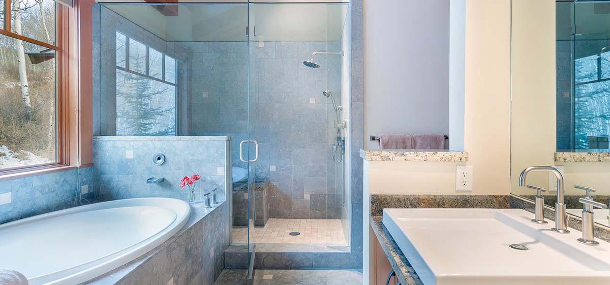15-Telluride-Grand-Vista-West-Master-Bathroom-LR.jpg
