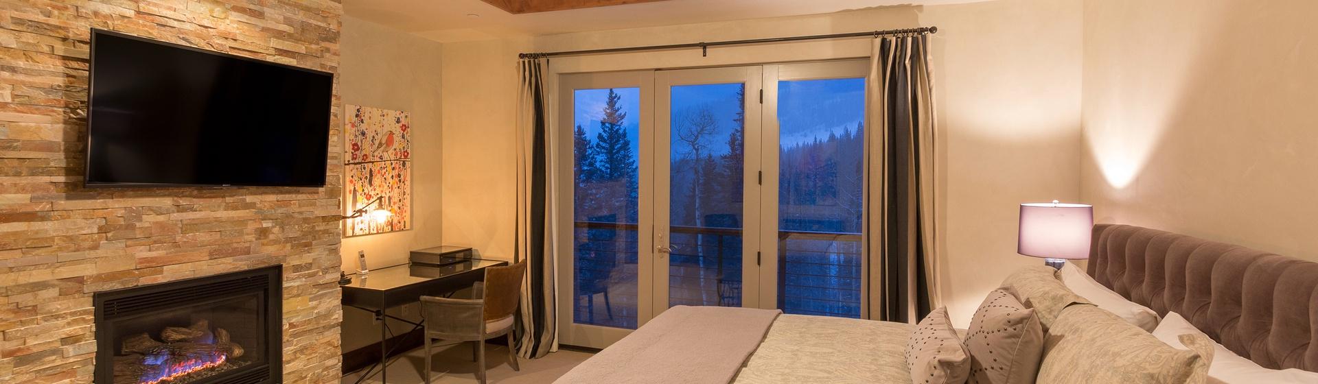 11-Telluride-Cassidy-Ridge-A103-Master-Bedroom-1-Web.jpg