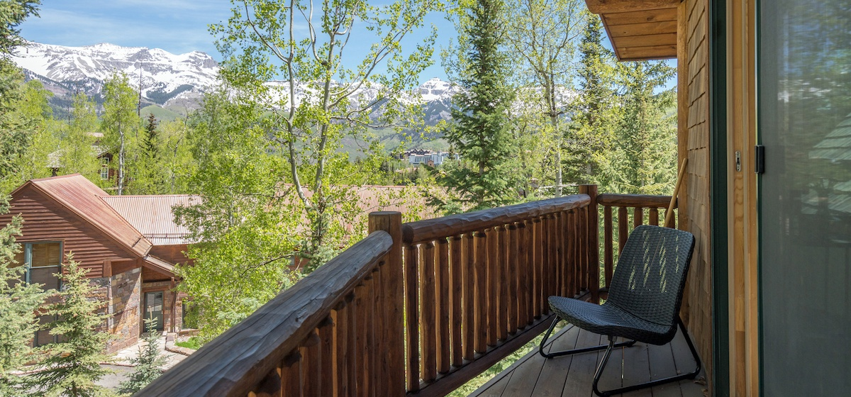5.03-mountain-village-mountain-melody-master-bedroom-private-deck-V12.jpg