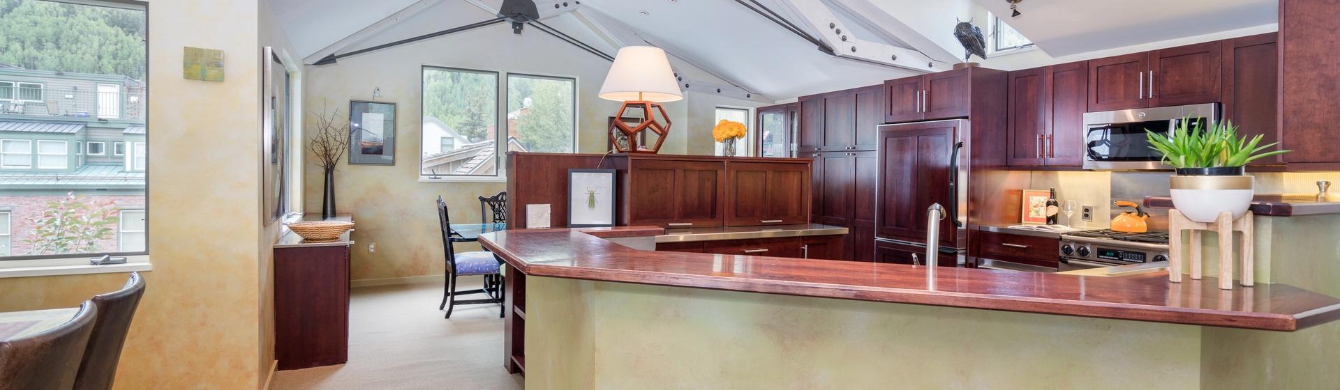 6-Telluride-Ajax-Kitchen-Bar-Web.jpg