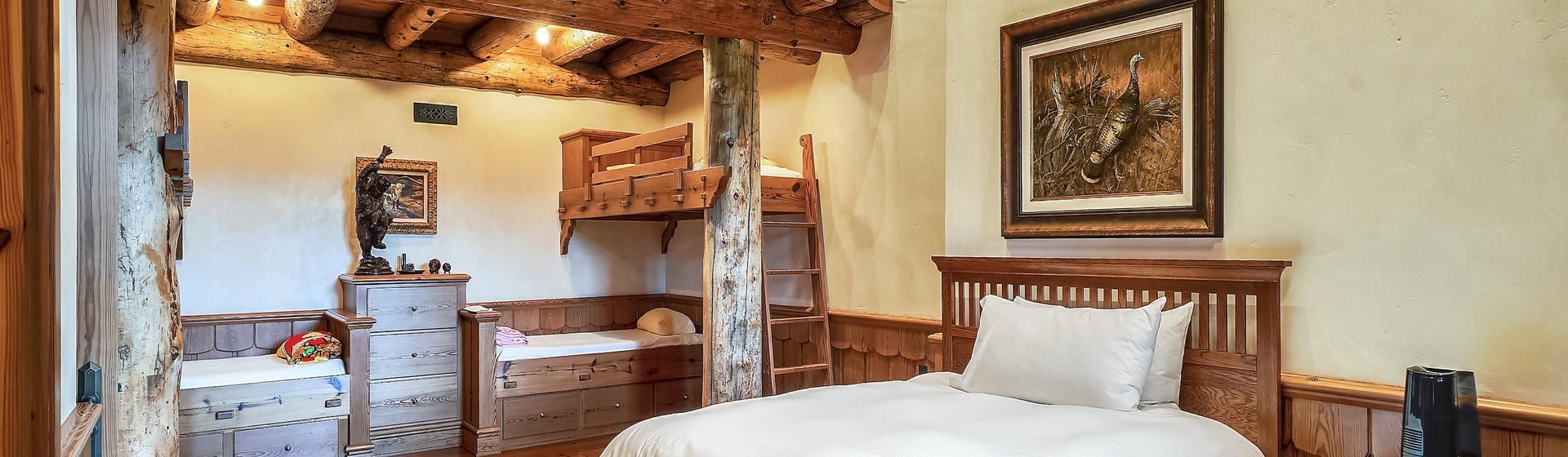 9.6-Telluride-Sleeping-Indian-Ranch-Swiss-Suite-Bunk-Bedroom-H-3-web.JPG