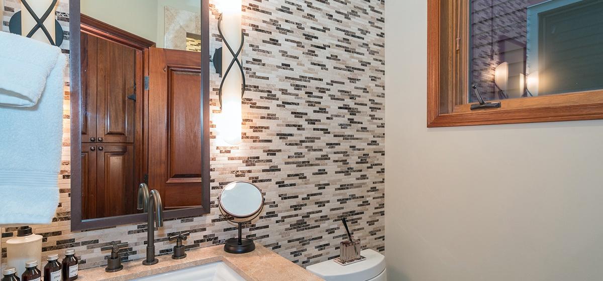 19-Telluride-Columbine-House-Main-Level-Bathroom-v12.jpg