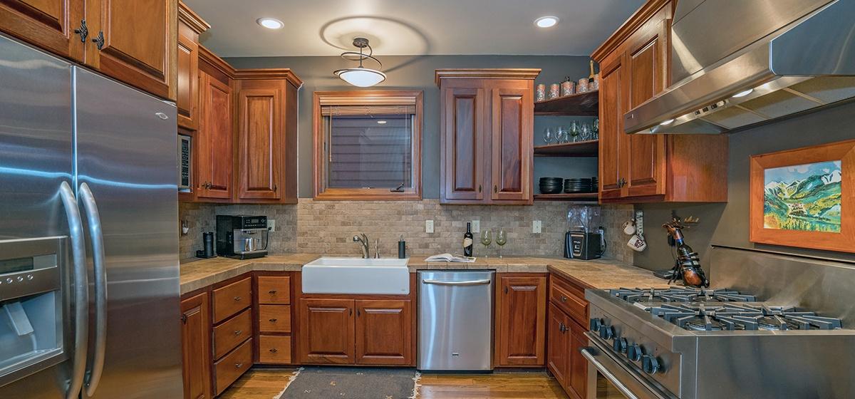 8-Telluride-Columbine-House-Kitchen-v12.jpg
