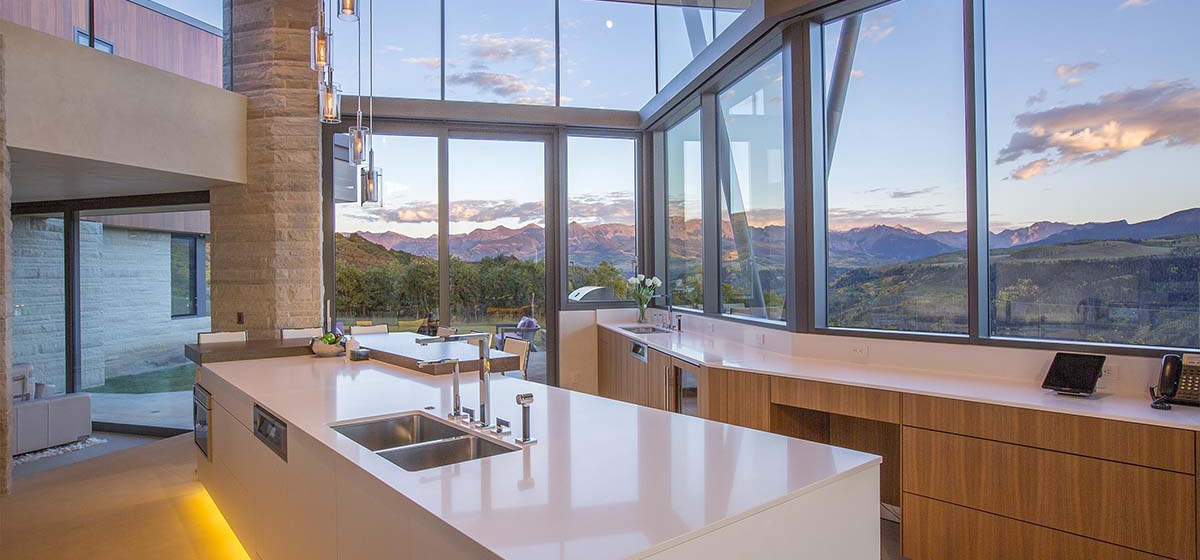16-RemoteTelluride-SunsetRidge-Kitchen.jpg