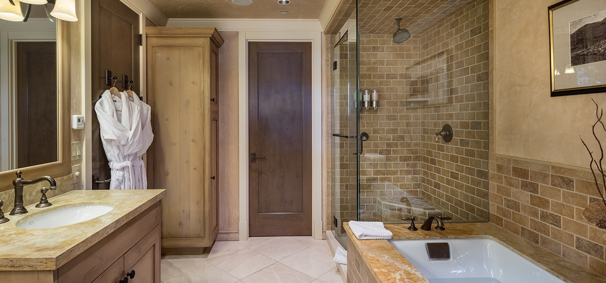 29-Telluride-River-Bliss-Second-Master-Bathroom-Reverse-v12.jpg