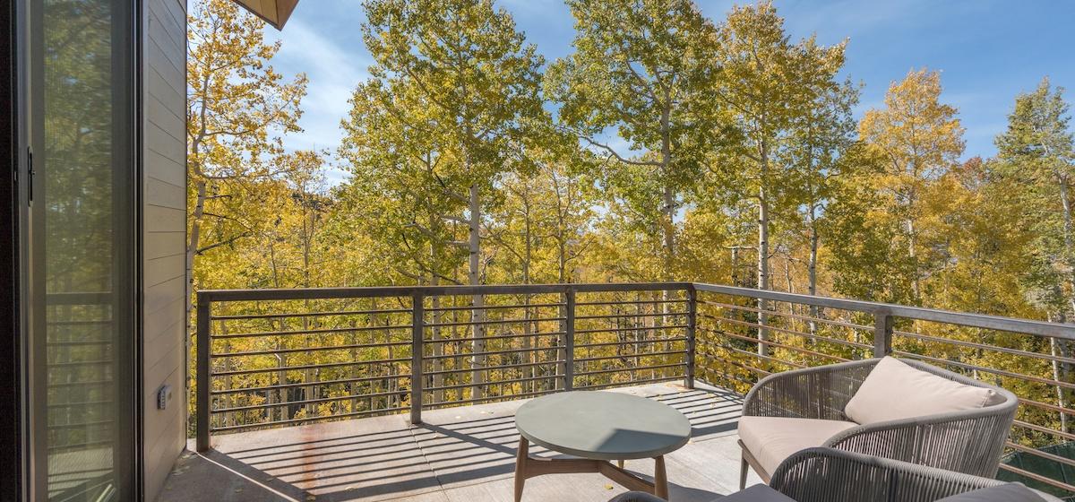 2.02-mountain-village-chalet-cortina-master-suite-balcony-V12.jpg