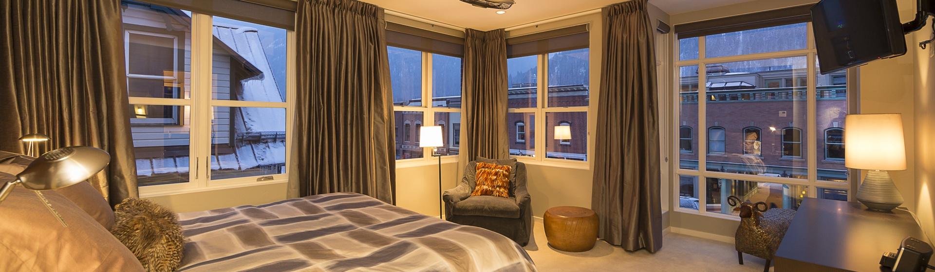 25-Telluride-Trulux-Penthouse-MasterBedroom.jpg