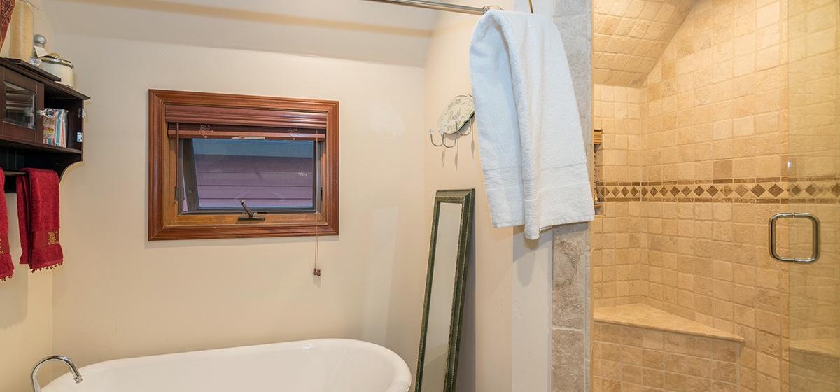 16-Telluride-Columbine-House-Master-Bathroom-2-Tub-v12.jpg