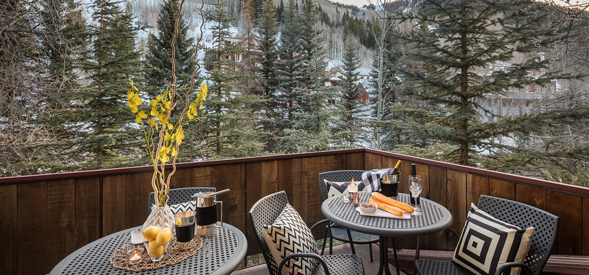 Telluride-River-Bliss-Kitchen-Patio-Dusk-v12.jpg