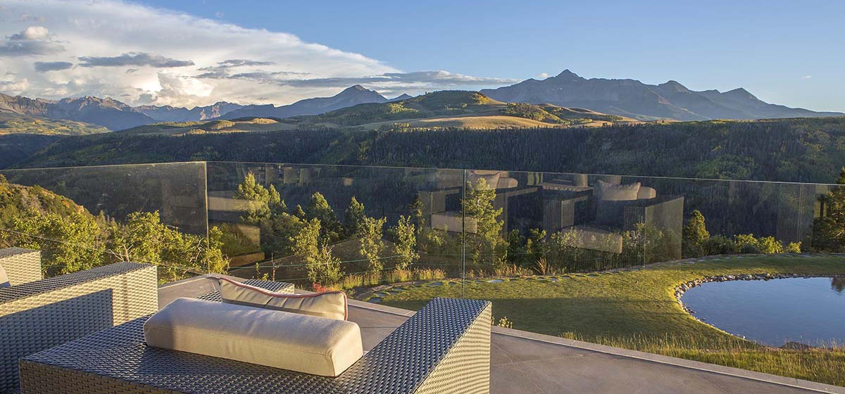 49-RemoteTelluride-SunsetRidge-MasterBedroomDeckView.jpg