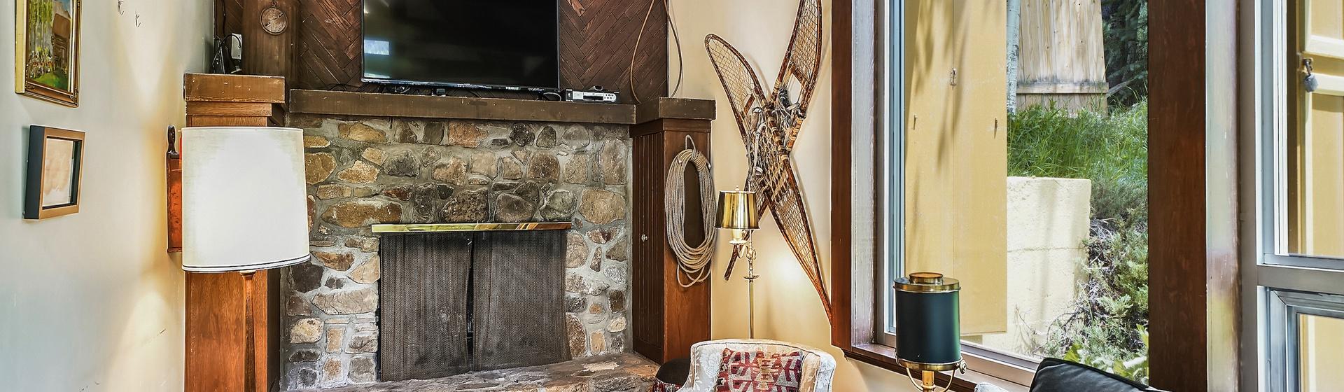 2.01-telluride-summer-haus-Living Room-web.jpg