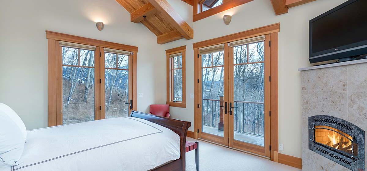 11-Telluride-Grand-Vista-East-Master-Bedroom-LR.jpg