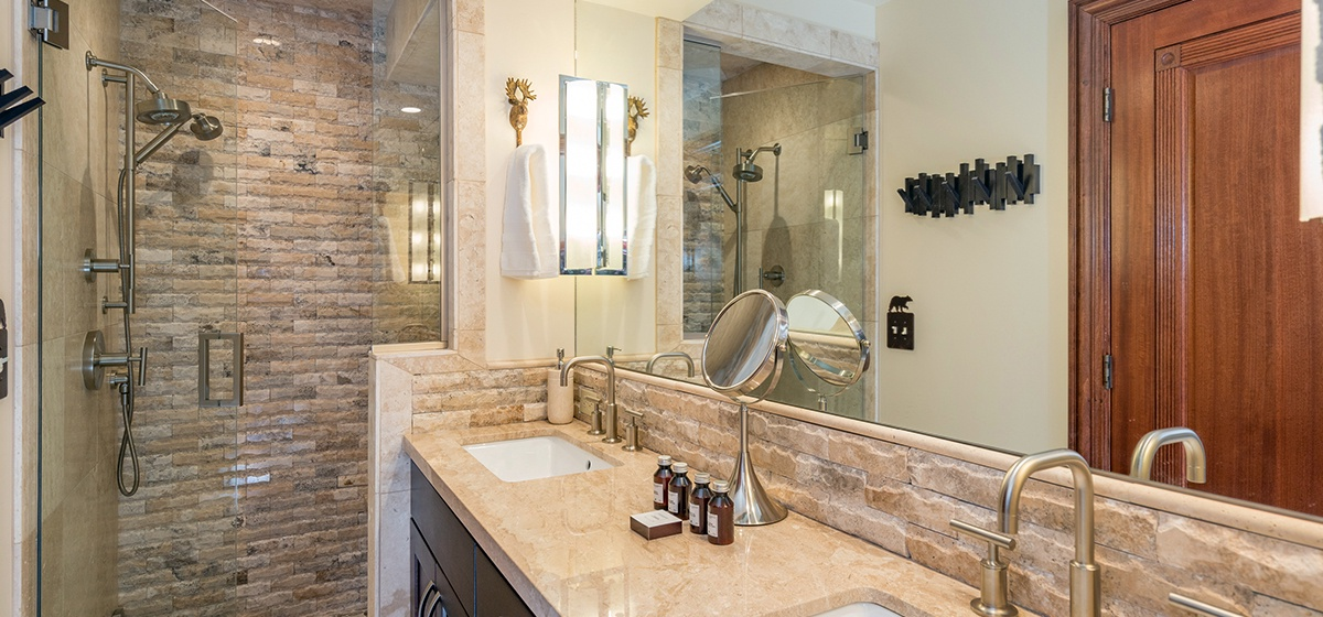 25-Telluride-Columbine-House-Downstairs-Master-Bathroom-v12.jpg