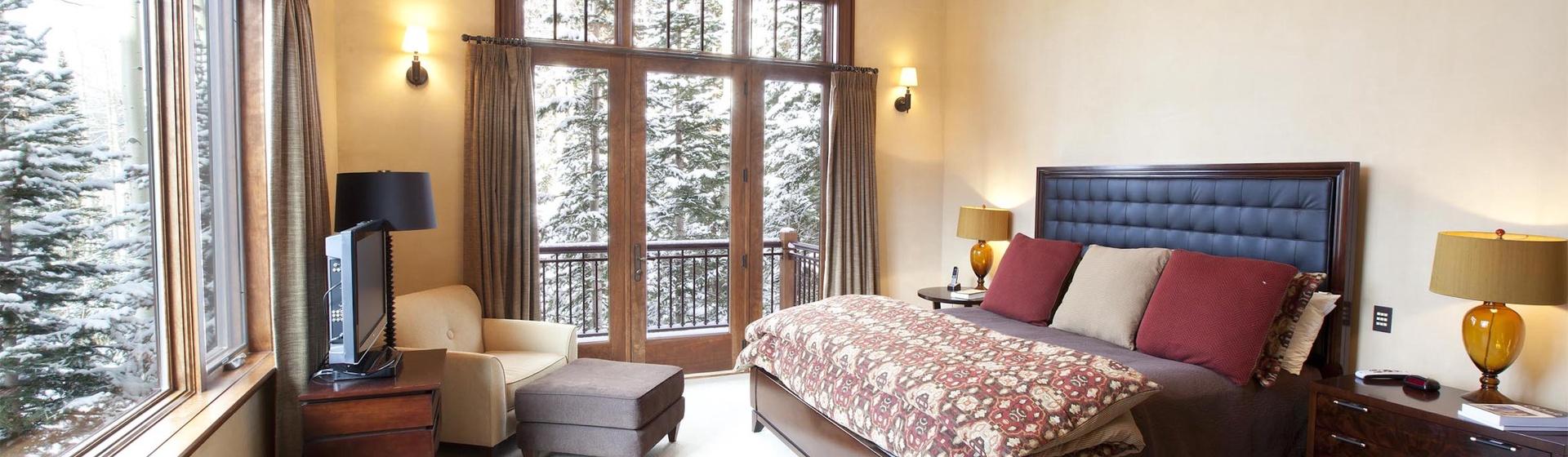 5.11-mountain-village-hood-park-manor-master-bedroom-c-track.jpg