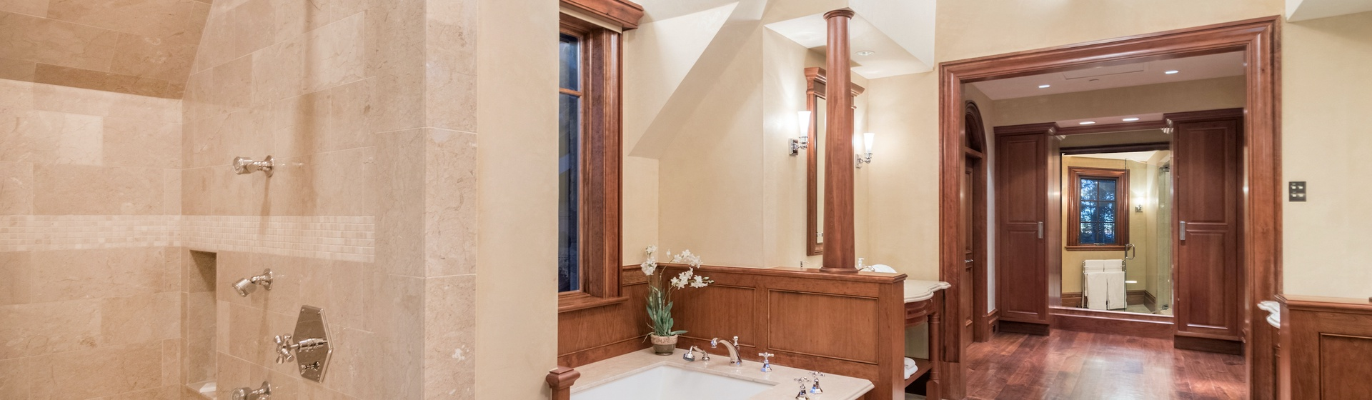 5.05-mountain-village-hood-park-manor-master-bedroom-a-bathroom-2-track.JPG